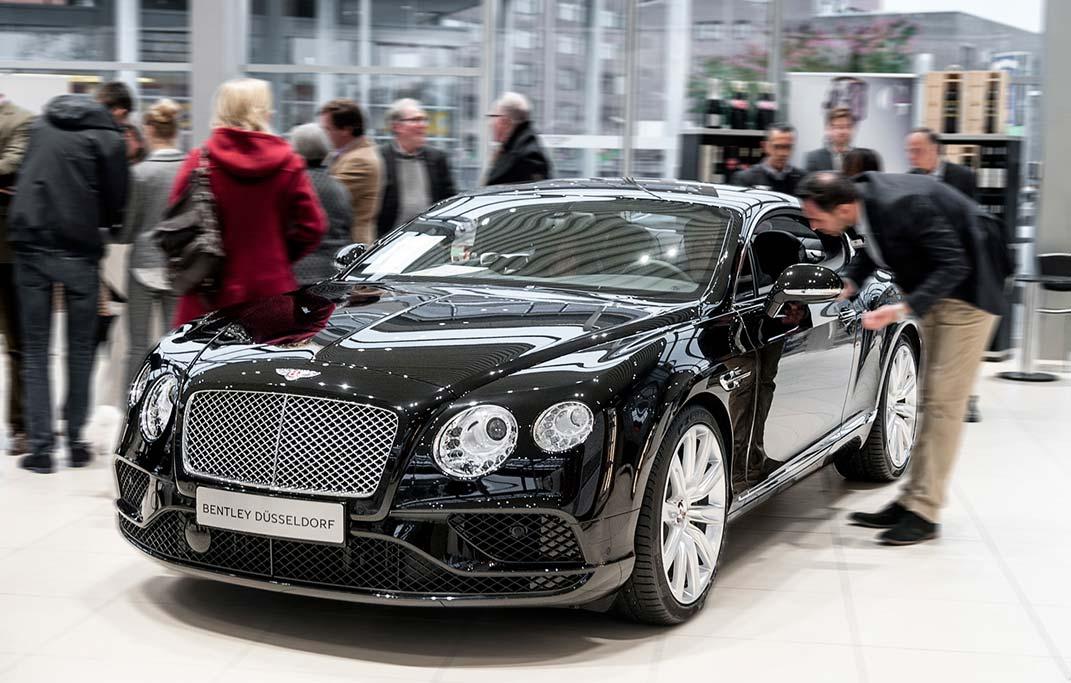 Bentley, Ausstellung, Interior Design, Rasanz, Edel, Eleganz, Exklusivität, Ausstellung, Bentley Showroom, Düsseldorf, Josephs Art Interior