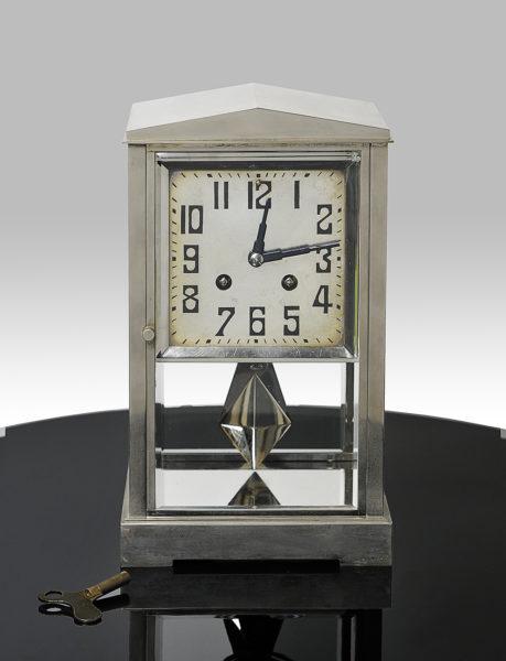 Pendule Uhr – einwandfrei, hoch dekorativ. Einsehbar von allen Seiten