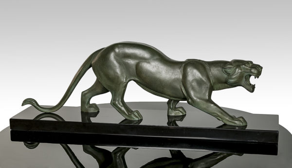 Skulptur Panther auf  Marmorsockel