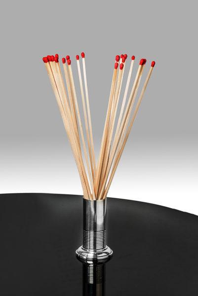 Metallgefäß für Zedernhölzer
